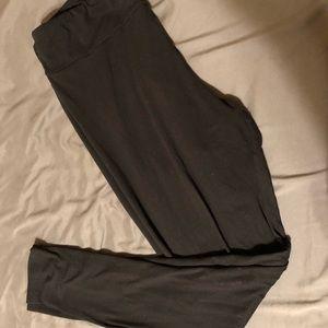 LuLaRoe tall and curvy solid black leggings